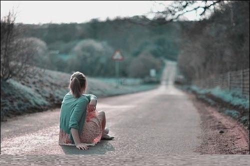 sad-girl-alone-broken-heart-road-1014_lovepicturex-blogspot-com_large