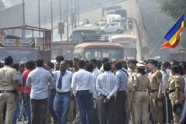 Dalit-protesters-block-traffic